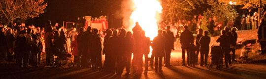Bild: Ein tolles Martinsfeuer dank der Jugendfeuerwehr