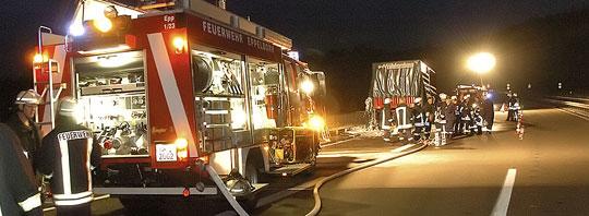 Bild: Lastzug brennt auf der Autobahn A1 in Höhe Eppelborn