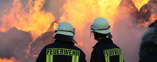 Bild: Strohballen standen in Flammen - Großeinsatz für die Feuerwehr in Dirmingen
