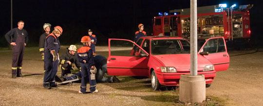 Bild: Gemeinsame Nachtübung der Jugendfeuerwehr im Gewerbegebiet Wiesbach
