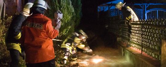 Bild: Unwetter fordert die Feuerwehr: Einsatzkräfte mussten zu mehreren Einsätzen gleichzeitig ausrücken
