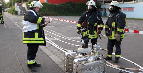 Bild: Gefahrstoffeinsatz nach Chlorgasalarm im Hallenbad in Eppelborn