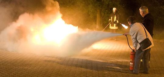 Bild: Pflegekräfte erhielten Brandschutzausbildung bei der Feuerwehr