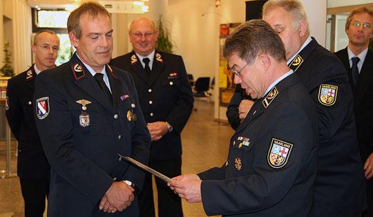 Bild: Bürgermeister Fritz-Hermann Lutz dankte der Freiwilligen Feuerwehr