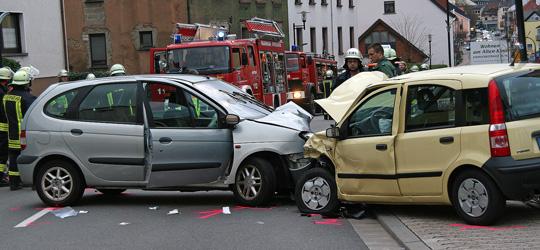 Bild: Frontalzusammenstoß zweier Fahrzeuge in Eppelborn