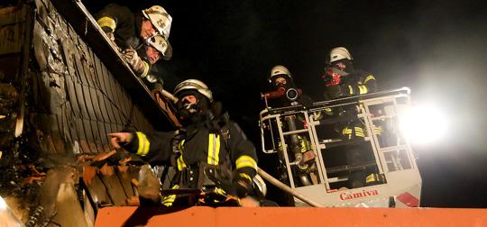 Bild: Brand in Bubach: Feuer hatte bereits auf den Dachstuhl übergegriffen