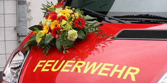 Bild: Zwei neue Fahrzeuge an den Löschbezirk Habach übergeben