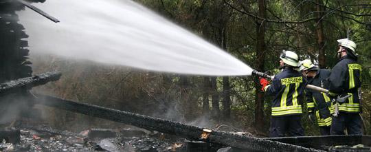 Bild: Wochenendhütte brannte komplett nieder