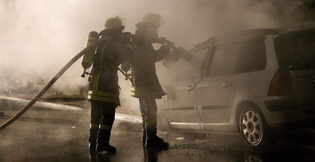Bild: Geparkter Wagen ging in Flammen auf