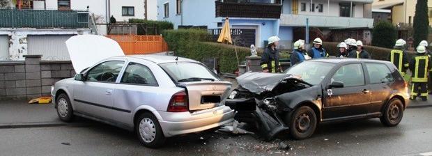 Bild: Drei verletzte Personen nach Verkehrsunfall