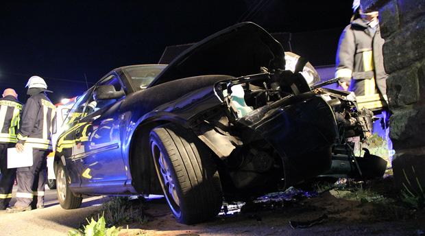 Bild: Schwerer Verkehrsunfall in der Illinger Straße forderte vier Verletzte