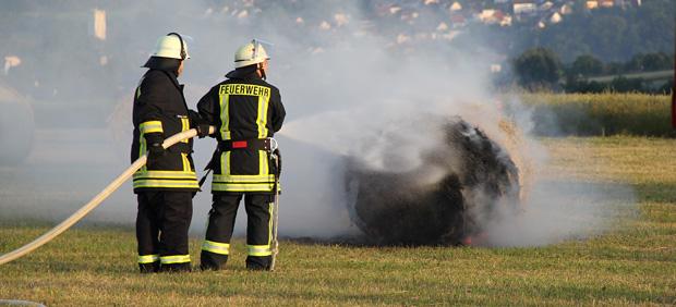 Bild: Rundballen brannten auf dem Elmersberg