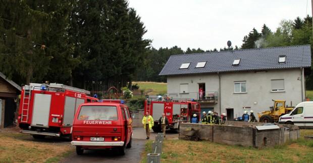 Bild: Starke Rauchentwicklung auf einem Bauernhof in Wiesbach