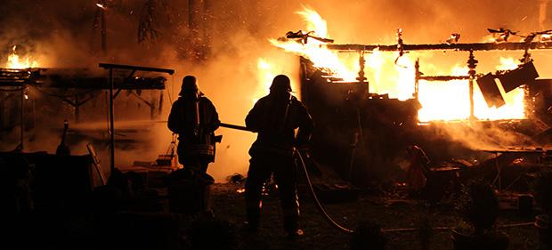 Bild: Feuer auf Campingplatz: Wohnwagen stand in Flammen