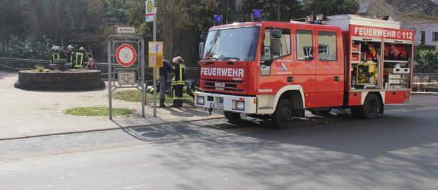 Bild: Ursache für Ölsschlieren auf Wiesbach im Bahnhofsbereich ermittelt