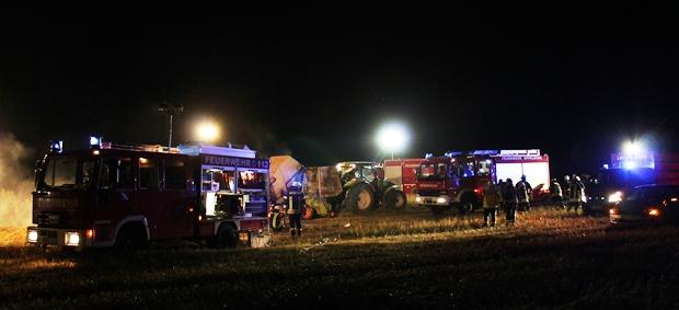 Bild: Rundballenpresse brannte auf dem großen Elmersberg in Hierscheid