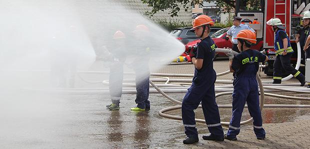 Bild: Erfolgreiche Abschlussübung der Jugendfeuerwehr in Humes