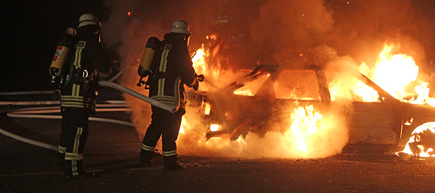 Bild: Fahrzeug brannte auf Mitfahrerparkplatz